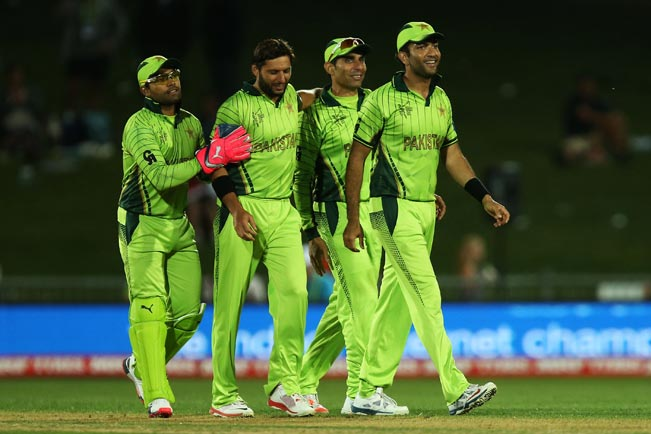 Shahid-Afridi-of-Pakistan-(2L)-is-congratulated-by-team-mates-2