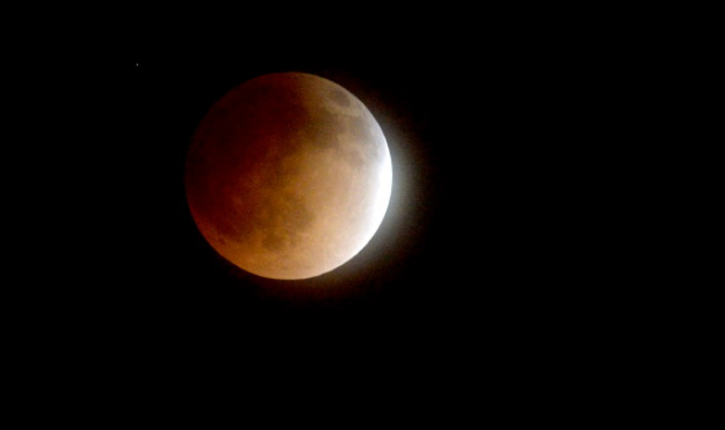 april 4 2015 total lunar eclipse in india This lunar eclipse will be visible over western north america, south america, the pacific, east asia, india (low illuminated moon appears during end of eclipse), arctic, antarctica, australia and new zealand.