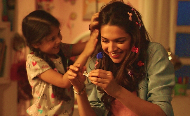 The babysitter look of Deepika Padukone in Piku