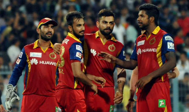 Royal-Challengers-Bangalore-(RCB)-celebrate-fall-of-a-wicket-3