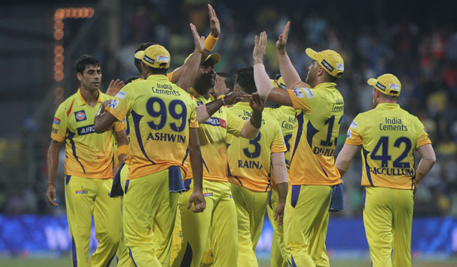 Chennai-Super-Kings-celebrate-fall-of-a-wicket2