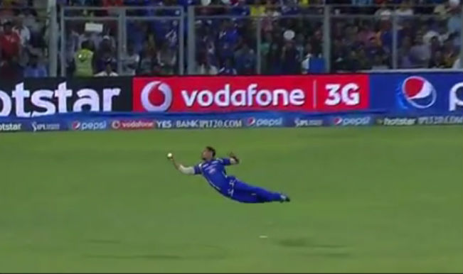Yuvraj Singh shocked as Lendl Simmons takes a stunner! Watch Video