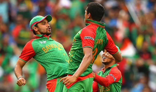 Taskin-Ahmed-of-Bangladesh-is-congratulated-by-Mashrafe-Mortaza-5