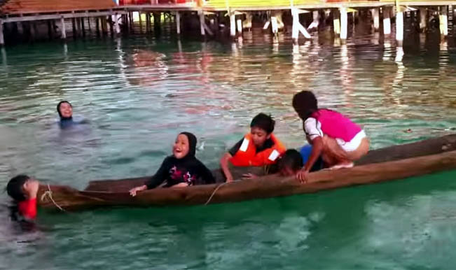 How to save a sinking boat: Watch wonder girl save a canoe fully submerged in water using just her legs