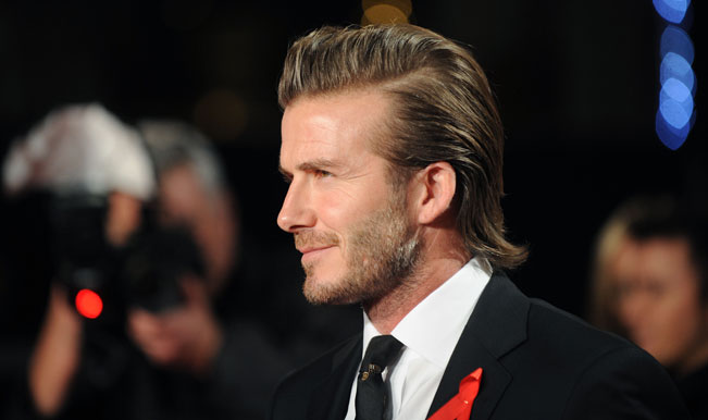 Santa Claus David Beckham: Former Manchester United, Real Madrid star surprises family and donates cheque for $100,000 (Watch Video)