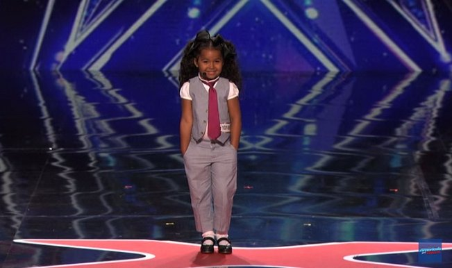 America's Got Talent 2015: This little kid singing Frozen song In Summer will amaze you with her confidence!