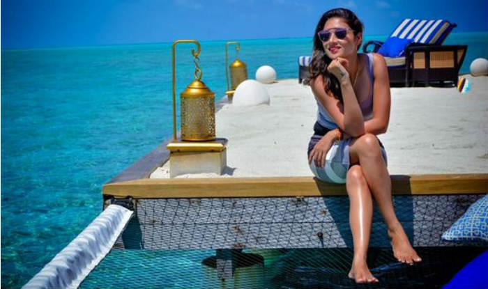 Image result for manoj tiwari with wife honeymoon