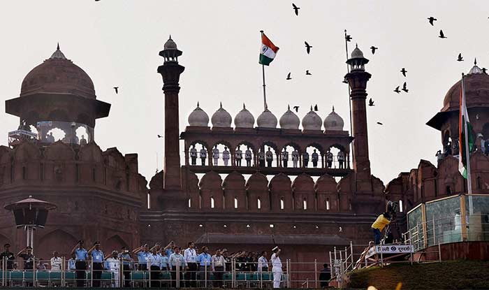 prime minister and red fort Red fort in delhi is one of the most popular tourist attractions tourists can never miss visiting this monument which has stood the test of times in 1947, prime minister jawaharlal nehru hoisted the indian flag in the red fort.