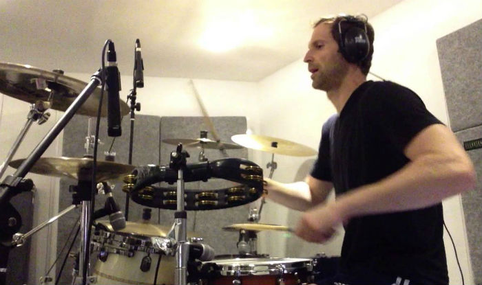 Arsenal goalkeeper Petr Cech expertly drums to Nirvana's 'Bloom'