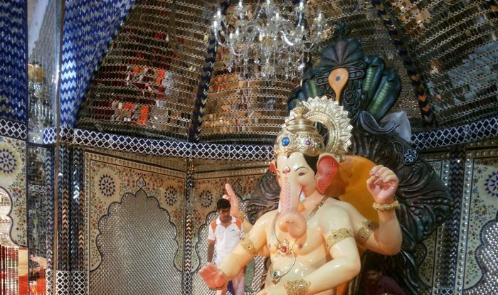 Lalbaugcha Raja 2015 live streaming: Take Bappa's live darshan for 10 days (Video)