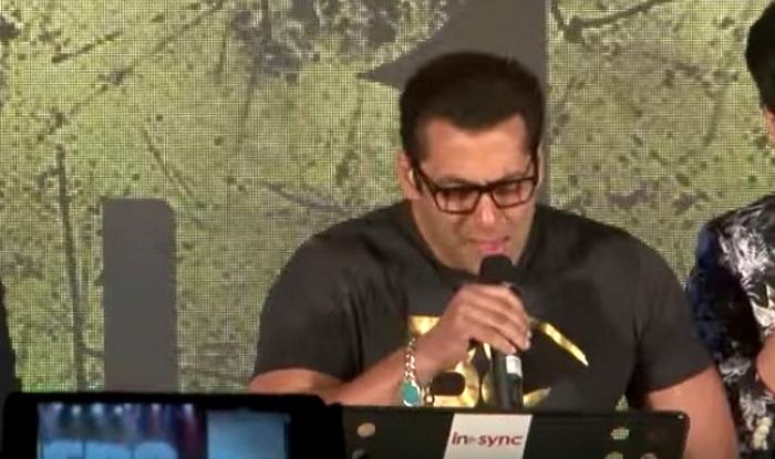Wow! Salman Khan sings Main Hoon Hero Tera live at music concert (Watch video)