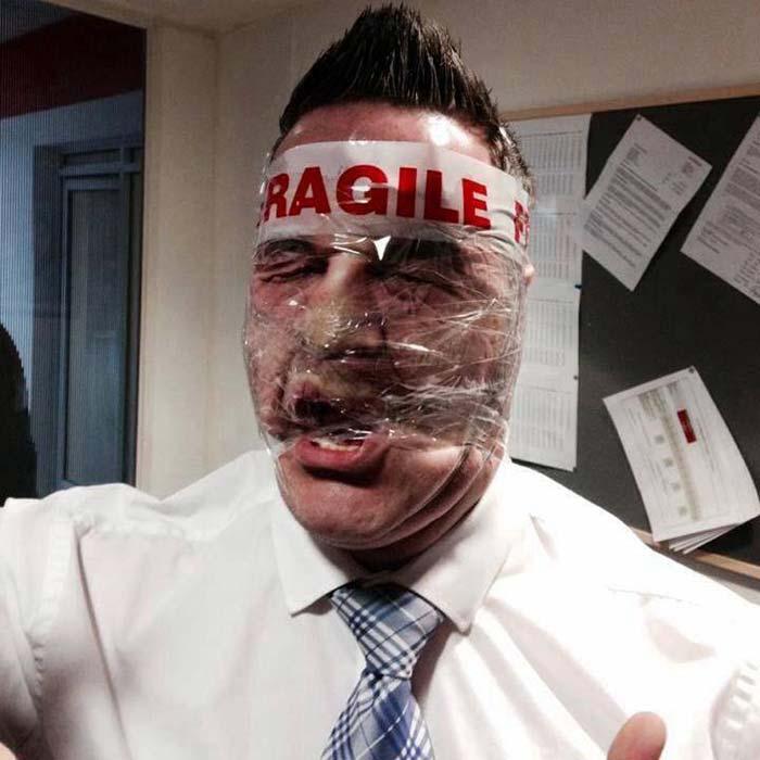 Viral News Updates: Sellotape Selfies