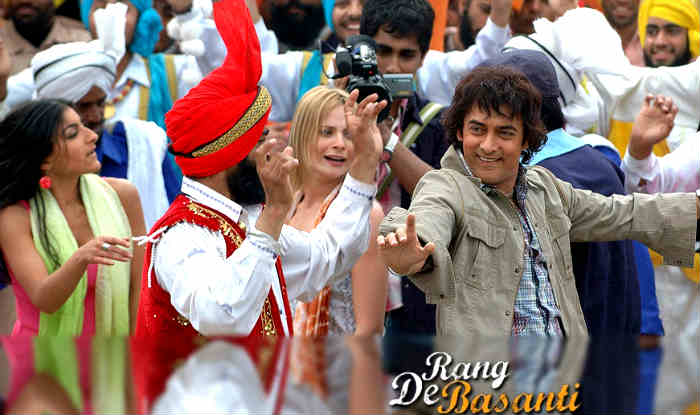 Rang De Basanti completes 10 years!  Aamir Khan, Sharman Joshi & Siddharth have emotional 'Masti' on 'Pathshala' song