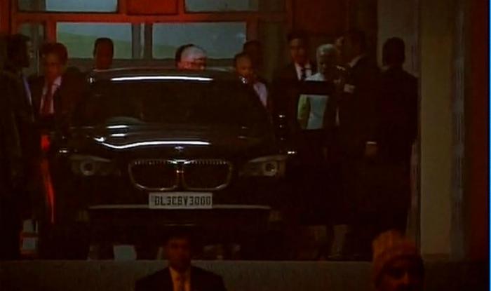 PM Narendra Modi meets Parkash Singh Badal in hospital, enquires about his health