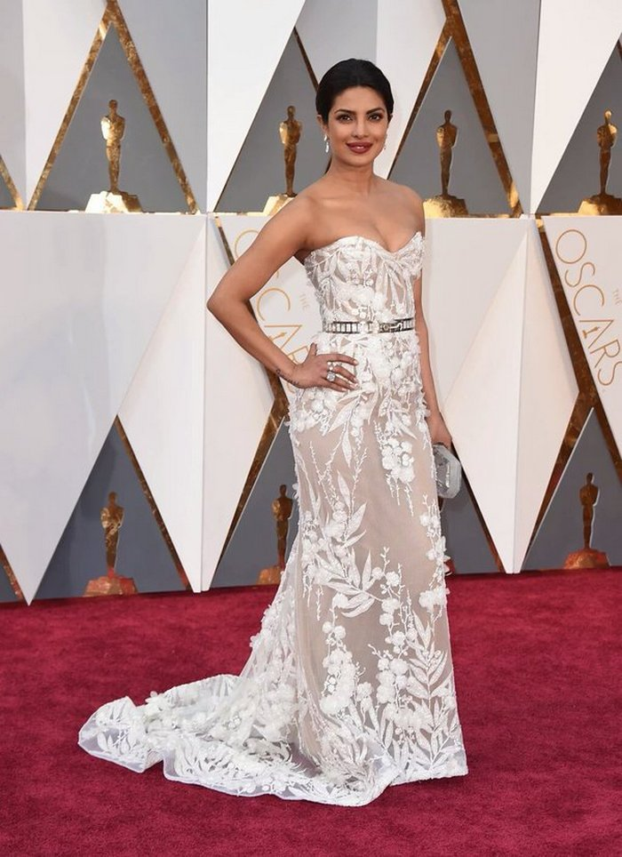 priyanka chopra at oscar awards 2016 red carpet
