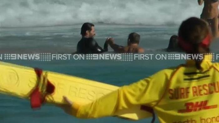 Omg Hugh Jackman Rescues Children From Drowning At Bondi Beach Saves His Son Oscar India Com