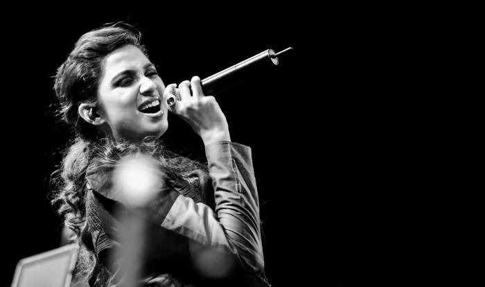 Singer shreya ghoshal hot transparent dress on stage show youtube.