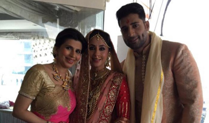 Urmila Matondkar & Mohsin Akhtar Mir's wedding album ... Urmila Matondkar Family Photo