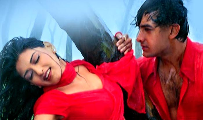 19 Evergreen HOT Bollywood songs | Buzz News, India com