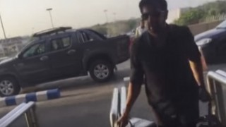 Shocking video! Bajrangi Bhaijaan director Kabir Khan threatened by angry mob at Karachi Airport in Pakistan!