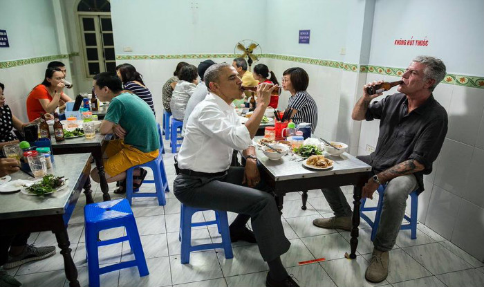 d946f6fa Barack Obama stops at street shop, had 'Bun-Cha' pork soup and cold beer  with Anthony Bourdain in Vietnam