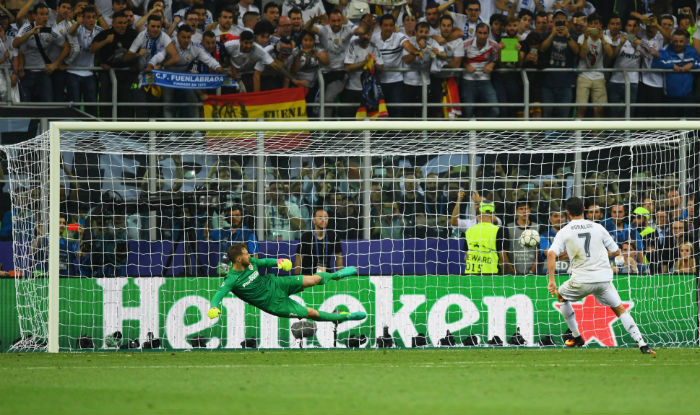 Cristiano Ronaldo Scores Winning Penalty Kick For Real Madrid Against Atletico Madrid Win Uefa Champions League India Com