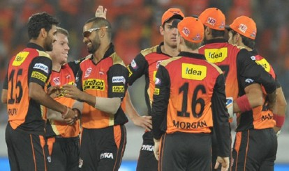 Sunrisers-Hyderabad-players-celebrate-the-wicket