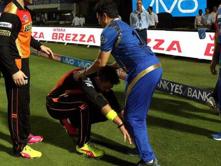 Yuvraj Singh touches S...