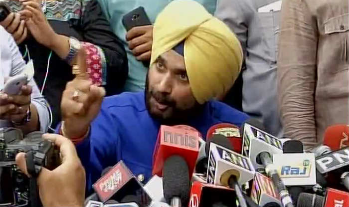 Angry Navjot Singh Sidhu attacks Narendra Modi, says when Modi wave came, it drowned me too (Watch video)