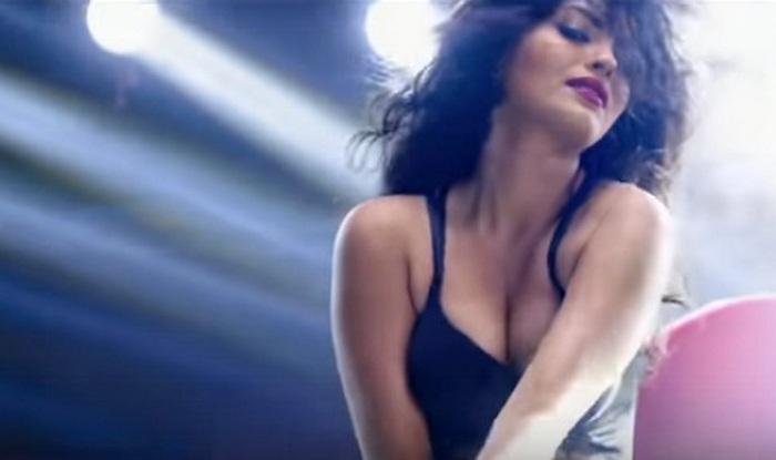 Sonali Raut in GGM song Lipstick Laga Ke