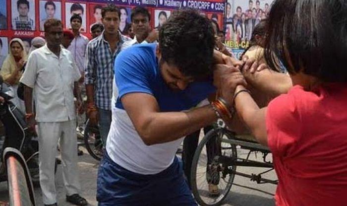 Girl beats up boyfriend