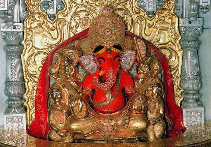 Do You Know Why Some Ganpati Idols Have Their Trunk On The Right