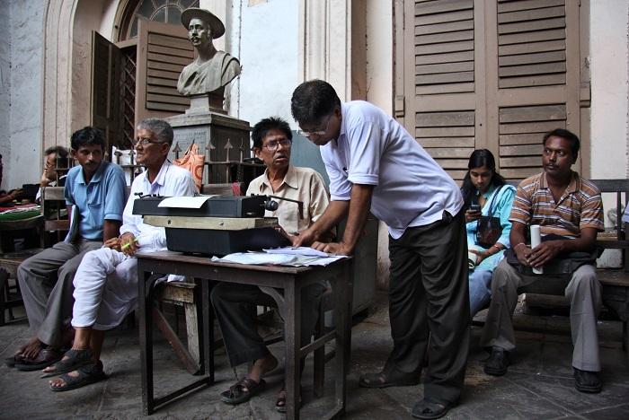 Typist outside Kolkata - Bankshall Court (Photo - Chirodeep Chaudhuri)
