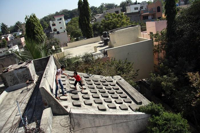 Aurangabad - The Patel grandchildren play at their typewriter roof (Photo - Chirodeep Chaudhuri)