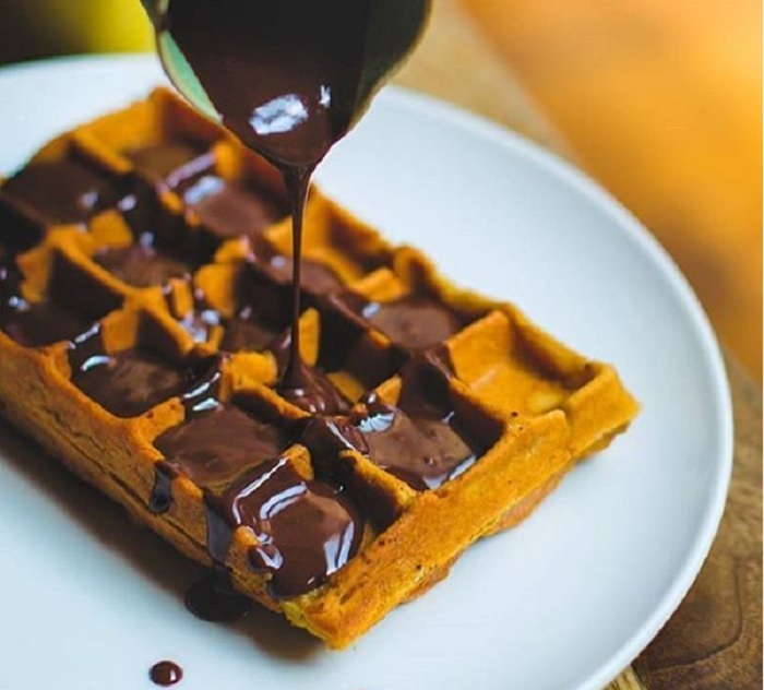 (Waffles at Kala Ghoda Cafe, Mumbai. Credits: mumbailifestyles/Instagram)