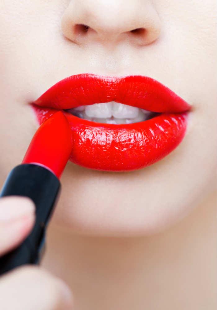 Makeup for fuller lips