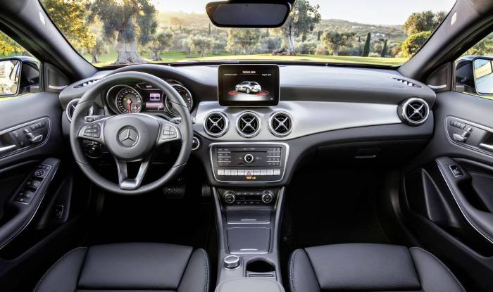 2017 Mercedes-Benz GLA facelift interior