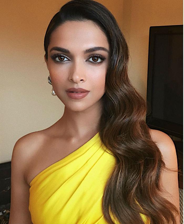 Deepika Padukone Golden Globe Awards 2016