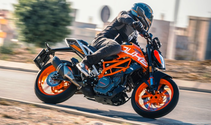 2017 ktm duke 390 launching today in india expected price inr lakh. Black Bedroom Furniture Sets. Home Design Ideas