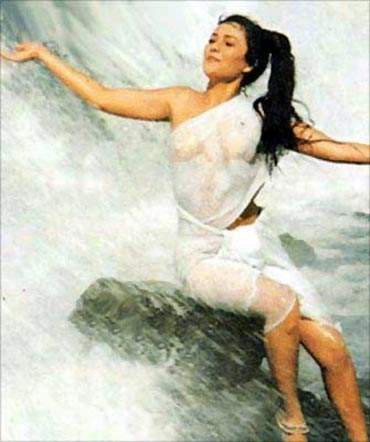 Mandakini-wet-bathing