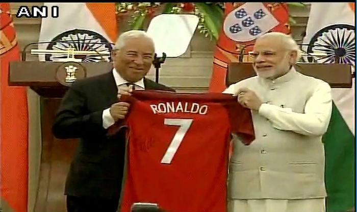 a6c6669d544 Portugal PM António Costa gifts PM Narendra Modi jersey of Cristiano Ronaldo