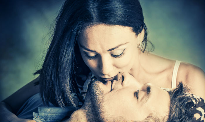 how to turn on a guy by kissing