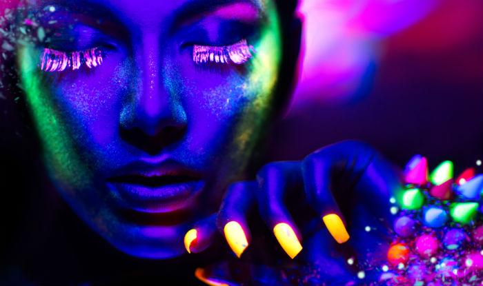 How to make glow-in-the-dark nail polish