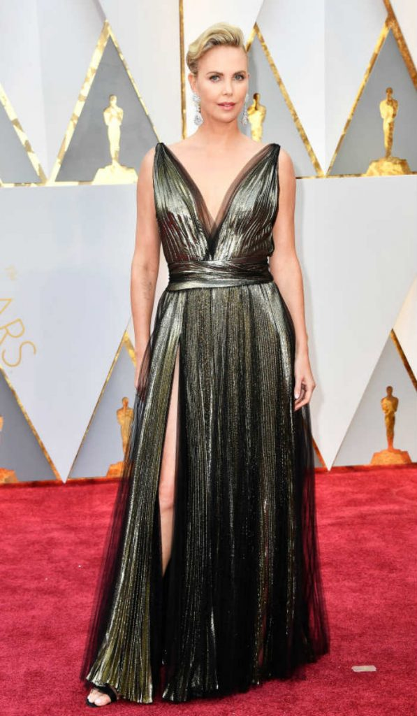 Hottest nude and metallic outfits at 2017 Oscars!