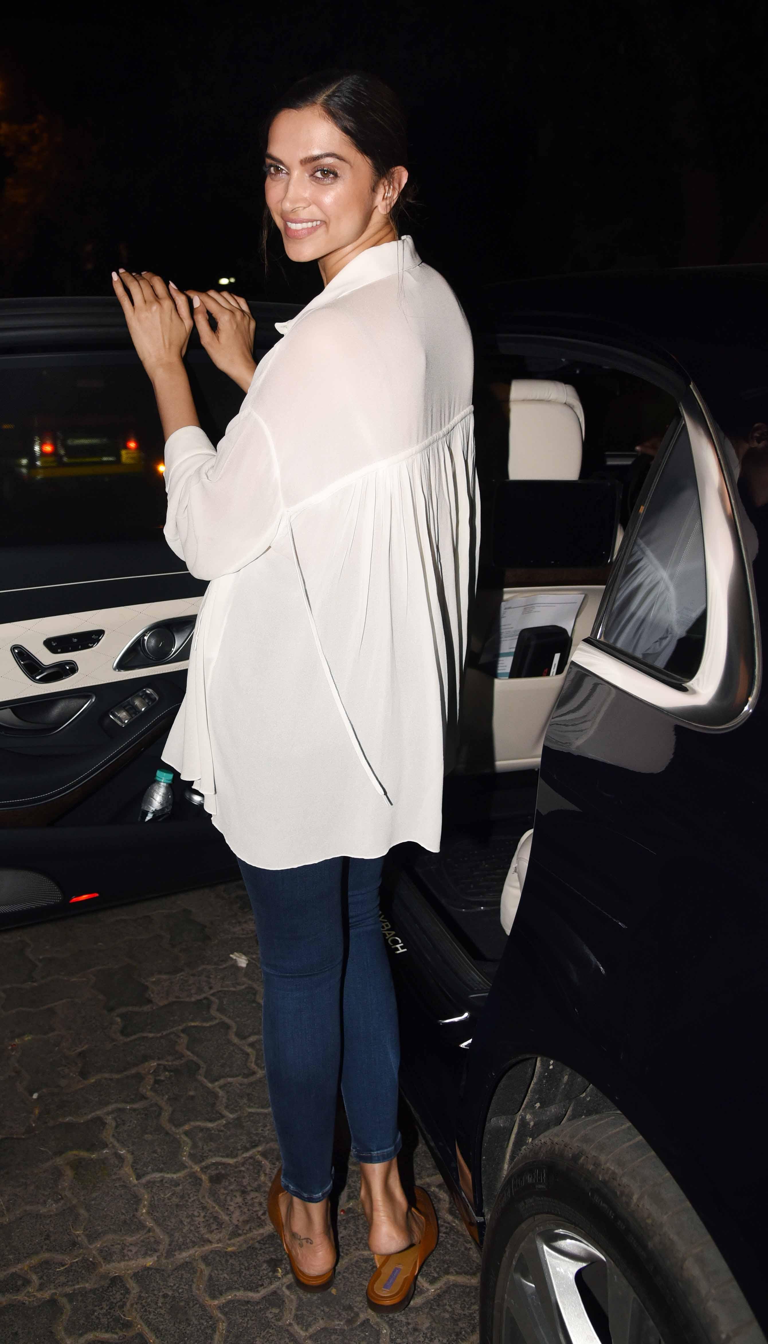 Deepika Padukone PARTIES hard with her friends, as Ranveer ...