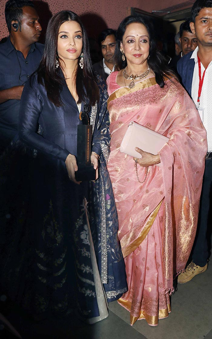 Aishwaraya-Rai-Hema-Malini-(1)
