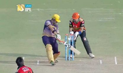 केकेआर के कप्तान गंभीर 16 रन बनाकर राशिद की गेंद पर बोल्ड हो गए (bcci)