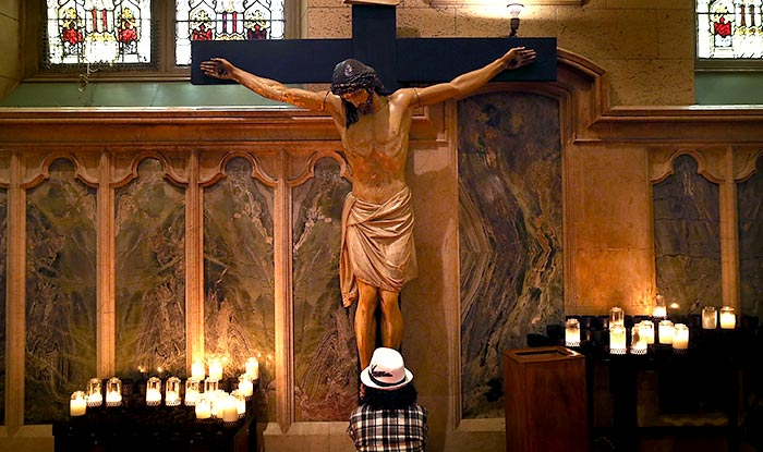 the crucifixion story of christ Other articles where crucifixion is discussed:  the account of jesus christ's crucifixion in the gospels begins with his  the story of jesus' life and.