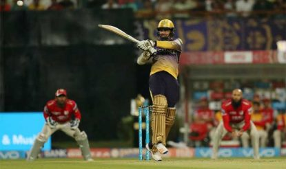सबको चौंकाते हुए सुनील नारायण ने 18 गेंदों में 37 रन ठोके (bcci)