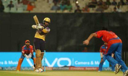 सुनील नारायण ने गुजरात लायंस के खिलाफ 17 गेंदों पर 42 रन की अपनी पारी में सभी रन बाउंड्री से बनाए (bcci)